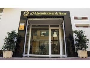 H3 Administradores de Fincas abre despacho virtual en la oficina de Torre del Mar, en Málaga