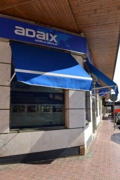 El Grupo Adaix le brinda la oportunidad de unirse a su red inmobiliaria entrando en una labor profesional, rentable y en crecimiento como es la actividad inmobiliaria.