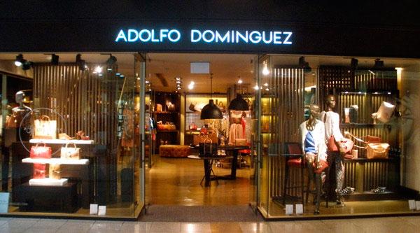 Adolfo Domínguez Franquicias. Cuenta con un equipo de profesionales que le proporcionará el asesoramiento y la formación del equipo de ventas y gestión de la franquicia antes de la apertura y durante el funcionamiento de la misma.