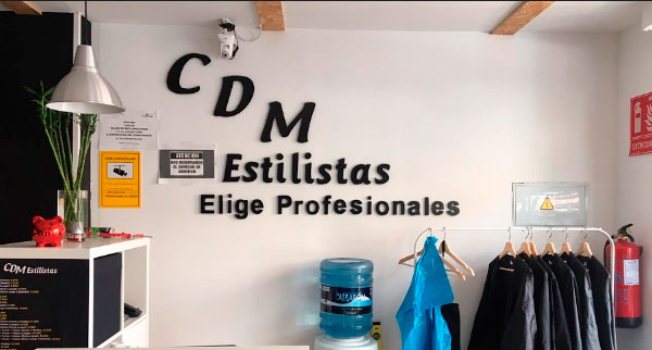 CDM Estilistas Franquicias. La ventaja competitiva es que a lo hora de abrir la franquicia CDM Estilistas, se cuenta con la experiencia de una profesional que ha estado en la misma situación, que conoce el sector y las necesidades de la clienta de primera mano y sabe cómo cubrir las mismas de forma eficiente.