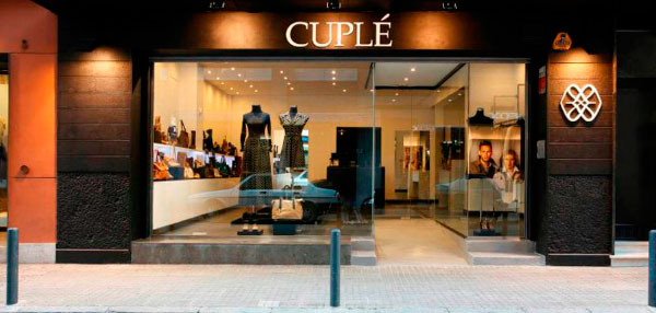 Cuplé Franquicias. Más de tres décadas en el mercado como empresa fabricante y distribuidora de zapatos y complementos de moda, Cuplé se ha situado en países de todo el mundo con más de 100 tiendas en Europa, Sudamérica  u Oriente Medio.