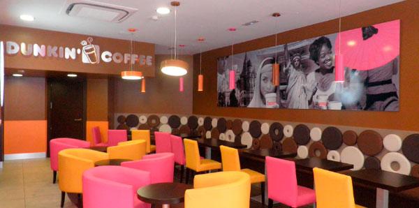 Dunkin Coffee Franquicias. Cada año venden más de 1.700.000.000 tazas de café en todo el mundo, lo que hace de la franquicia Dunkin Coffee una de las más importantes, que está posicionada como la mayor cadena de establecimientos de cafetería especializados en café y bollería artesanal del mundo, y les convierte en una de las franquicias americanas más importantes de España.