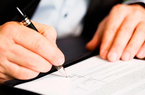 """El Contrato de franquicia. No existe un contrato de franquicia """"modelo"""" o """"estándar"""". El formato del contrato difiere de un sistema de franquicia a otro."""