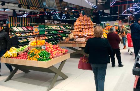 EROSKI Franquicias. Cataluña es la comunidad autónoma donde ha tenido lugar el mayor número de aperturas con 18 nuevos establecimientos franquiciados. Le siguen el País Vasco y Baleares con 7 y 5 nuevas franquicias, respectivamente. Las restantes tiendas franquiciadas se han inaugurado en Andalucía (4), Galicia (4), Andorra (3), Extremadura (3), Madrid (2), Navarra (2) y Aragón, Castilla-La Mancha, Castilla y León, Melilla,  Cantabria, Comunidad Valenciana y La Rioja todas ellas con una inauguración.