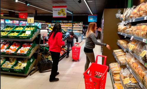 EROSKI Franquicias. El supermercado dispone de un surtido de 5.000 productos de marcas de fabricantes líderes, marcas propias y productores locales en sus 300 metros cuadrados de superficie.