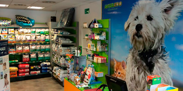 Interzoo Franquicias son tiendas para todas las mascotas (perro, gato, ave, roedor, reptil y pez) con un surtido de productos que aúna los principales proveedores nacionales, con otra serie de proveedores internacionales exclusivos.
