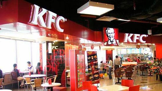 KFC Franquicias. KFC Corporation, con sede en Louisville, Kentucky, es la marca líder en productos de pollo, propietaria de la genuina receta del Coronel Sanders, cuenta con más de 17.000 restaurantes en todo el mundo. Todos los días atendemos a más de 12 millones de clientes en los restaurantes de KFC ubicados en 109 países.