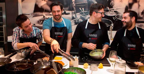 Kitchen Club Franquicias. La oferta de eventos cuenta con una cocina de altos estándares gastronómicos. Puede disfrutarse de un desayuno, cocktail, almuerzo, cena, o actividades participativas como cursos o competencias gastronómicas.
