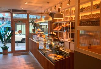 La Manon Franquicias. Para acompañar esta propuesta de dulces y salados, La Manon cuenta con una gran selección de cafés que cuentan con el reconocimiento de una medalla de oro a nivel europeo.