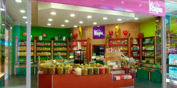 La Rapa Franquicias. Debido a las necesidades de los centros comerciales, hemos adaptado nuestros establecimientos pudiendo desarrollar nuestra actividad tanto locales comerciales (de 25 a 70 m2) como en pequeños kioskos (de entre 10 a 25 m2).