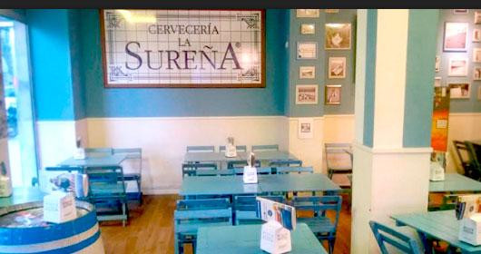 Cervecería La Sureña Franquicias.ofrece la mejor gastronomía del Sur en raciones y acompañada de cubos de botellines de cerveza, una forma de consumo completamente innovadora que revolucionó el sector en 2010 cuando Grupo Restalia lanzó Cervecería La Sureña.