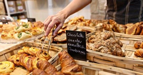 Franquicia LA MANON En sus locales no sólo se pueden comprar sus productos de pastelería – panadería, sino que se puede saborear la mejor selección de café reconocimiento medalla de Oro a nivel Europeo y Té para hacer de La Manon una experiencia única.