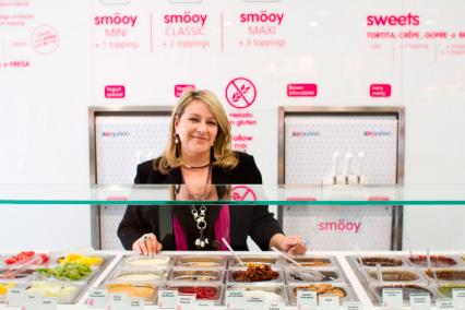 smöoy Franquicias. La compañía smöoy, fabrica y distribuye desde su sede de Alcantarilla, Murcia, un producto único, que se comercializa hasta en 15 países distintos. Se trata de un yogur helado que nace de la experiencia de 4 generaciones de una familia dedicada desde hace 85 años a la fabricación del helado artesanal.