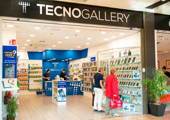 TecnoGallery Franquicias. Presentamos un concepto de tienda revolucionario con un sistema de exposición aprovechando toda la profundidad del local para crear un gran lineal.
