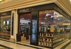 Vinalium Franquicias. Son tiendas donde el cliente puede encontrar lo más destacado del panorama vitivinícola español, así como una cuidada selección de vinos y destilados internacionales.