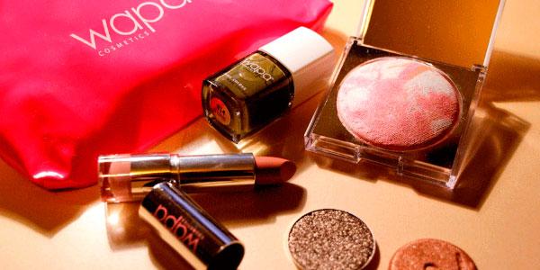 Wapa Cosmetics Franquicias. Los productos tienen una exposición clara e identificativa de su tipología, con mobiliario específico a tal efecto, con las informaciones descriptivas técnicas y comerciales, de fácil lectura y compresión.